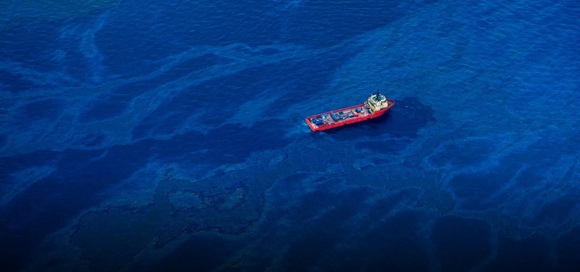 sự cố tràn dầu